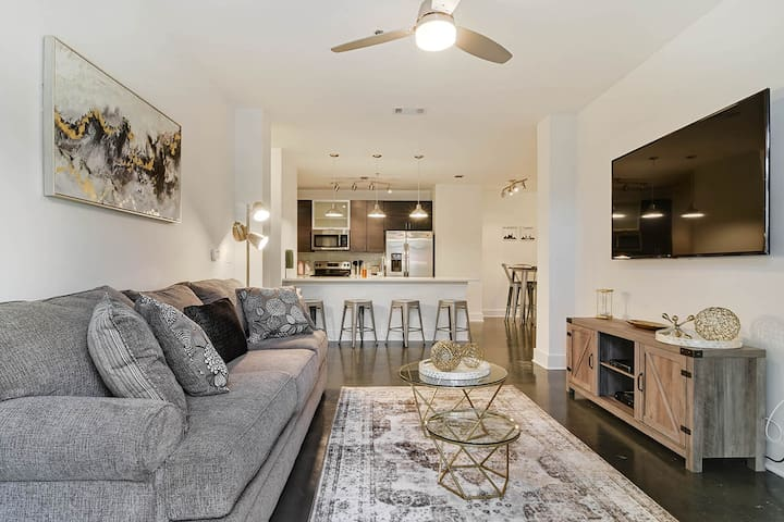 Lux 2BR | 3 Miles To City Center
