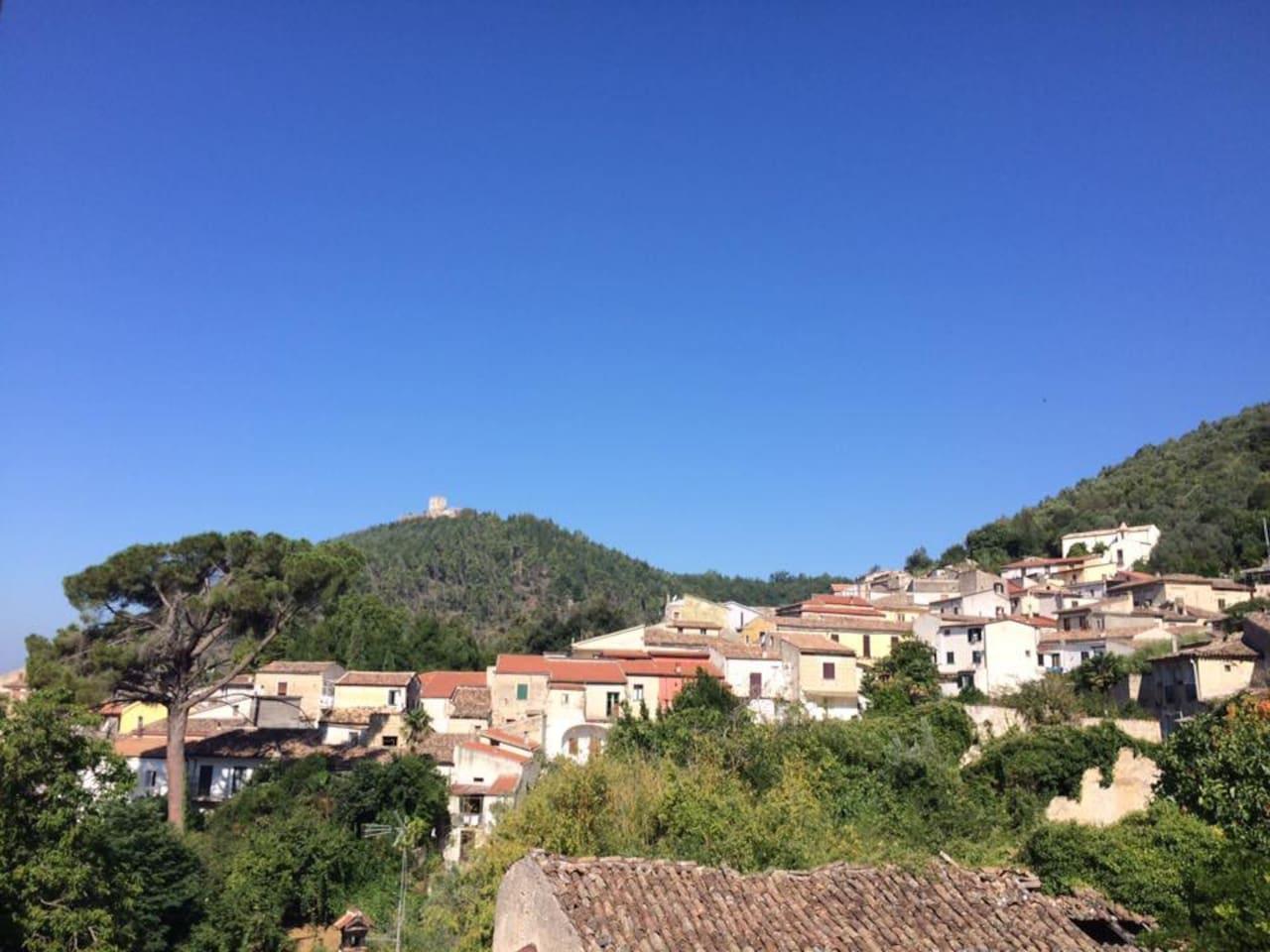 Veduta del Castello di Sant'angelo d'Alife dal B&b