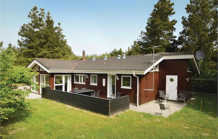 Holiday cottage with 3 bedrooms on 90 m² C7056