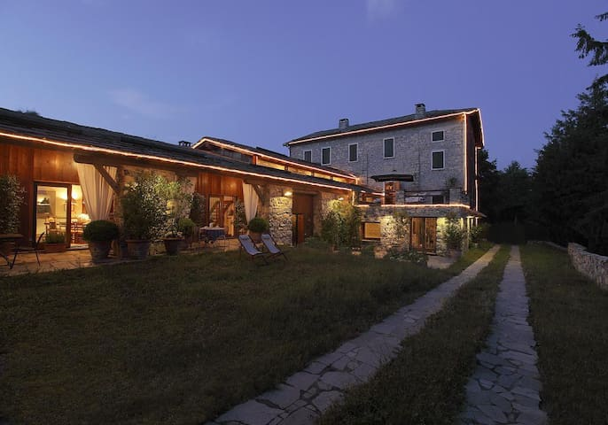 Cernobbio hill, Lake Como, Cottage with cover pool - Cernobbio - Rumah