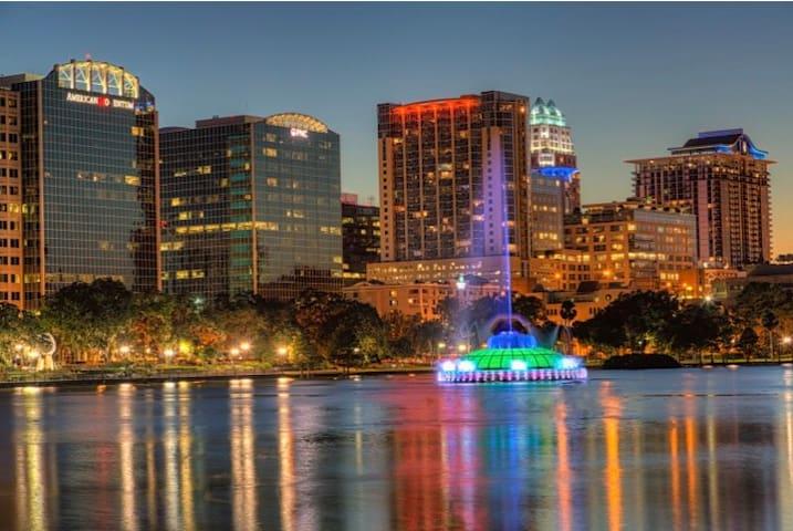 Downtown Orlando- Luxury location- Spacious 1b/1b
