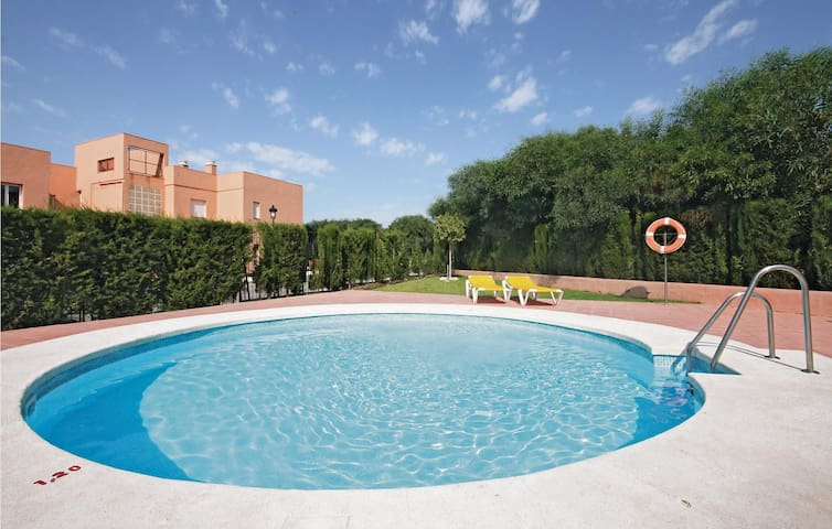 Holiday apartment with 2 bedrooms on 65 m² in Manilva