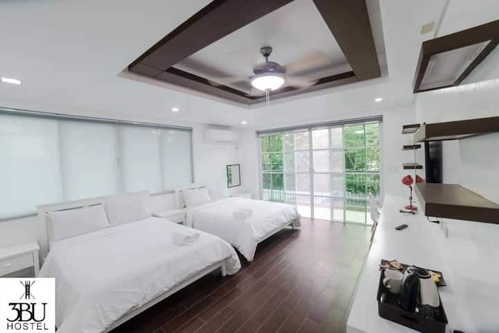 3BU Hostel La Union Room for 4 with Pool & Balcony