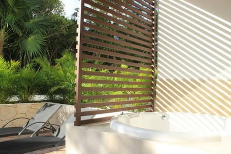 QC3 Awesome Studio with Jacuzzi on Terrace - Akumal