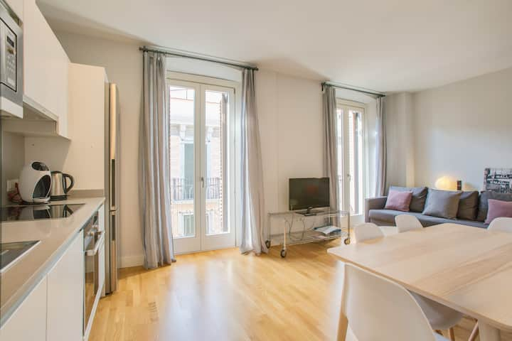 Lovely and modern duplex in the city center.