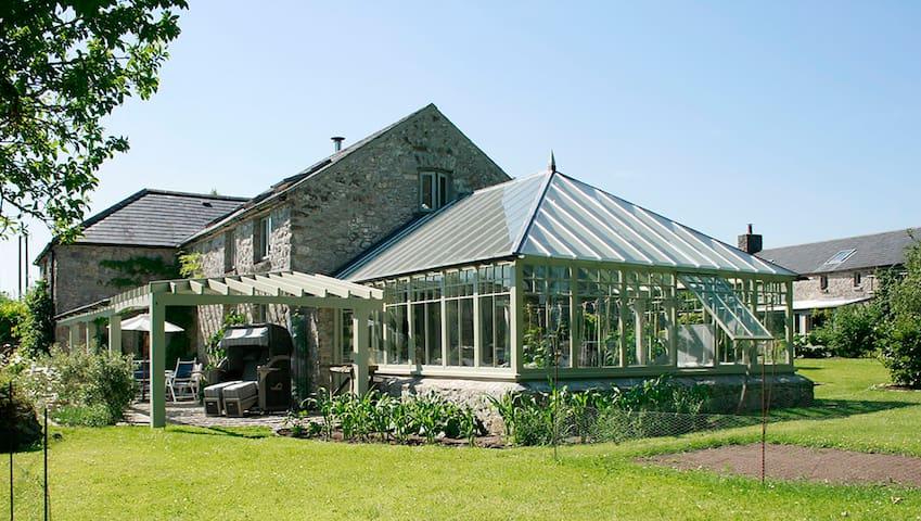 Carmen & Robert's Country House Retreat