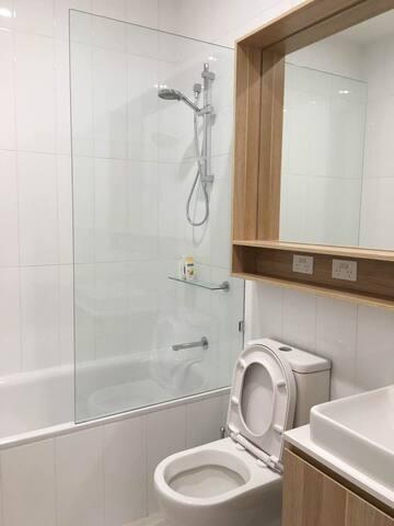 崭新的townhouses 明亮的独享卧房洁净的浴室