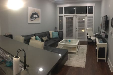 Luxury Apt in city with EVERYTHING! - Charlotte