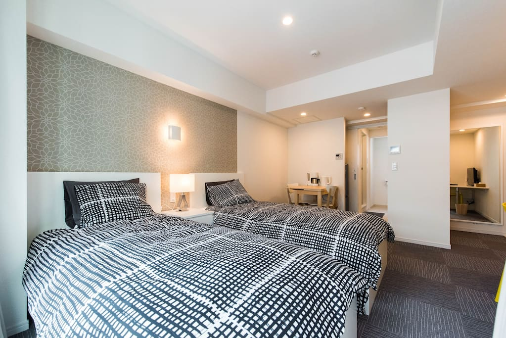 2 single beds and plenty of natural light!