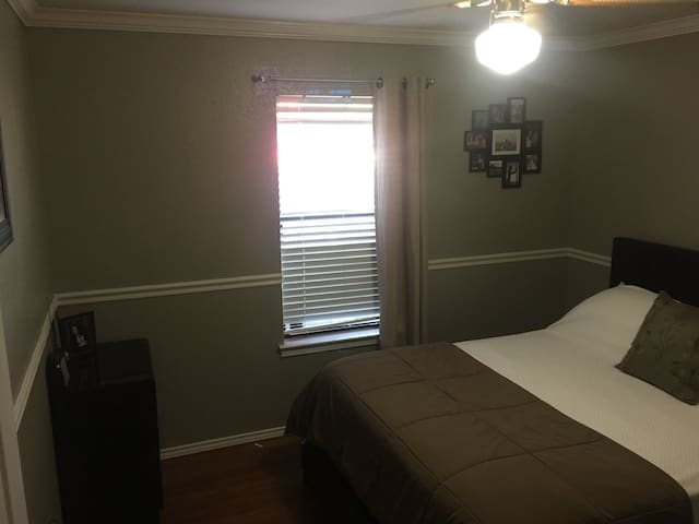 Cozy Room in South Fort Worth - Fort Worth