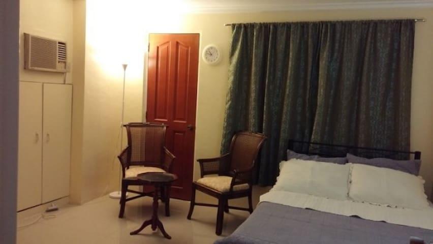 Cozy King size bedroom in Cebu city, 한인게스트하우스