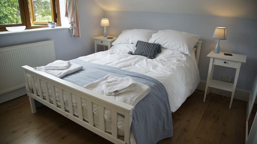 Romantic Room in Charming Home. - Romsey - Bed & Breakfast