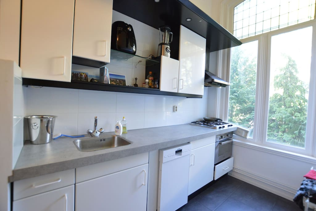 A simple but fully equipped kitchen