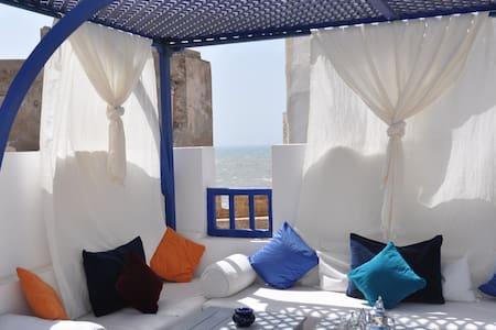 Riad Le Consulat Essaouira medina Scala sea view