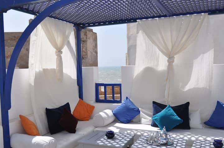Riad Le Consulat /sea view/fiber optic/breakfast