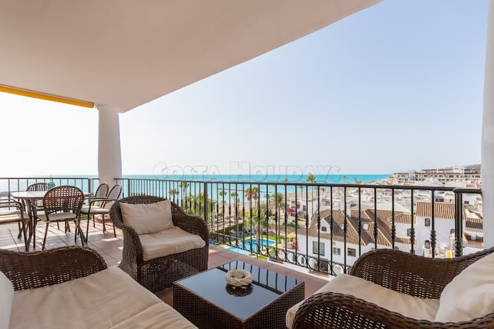 Amazing 2 bedroom penthouse with sea views, pool, 24h security, Wi-Fi