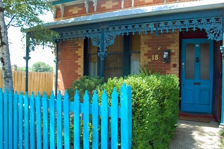 Historic Cosy Home-The Yuilles: Ballarat B&B