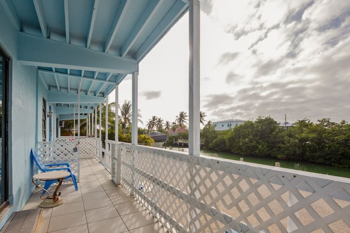 Canal front, dog friendly home w/ free WiFi and room for a boat trailer!
