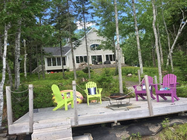 Lakeside Wentworth chalet.