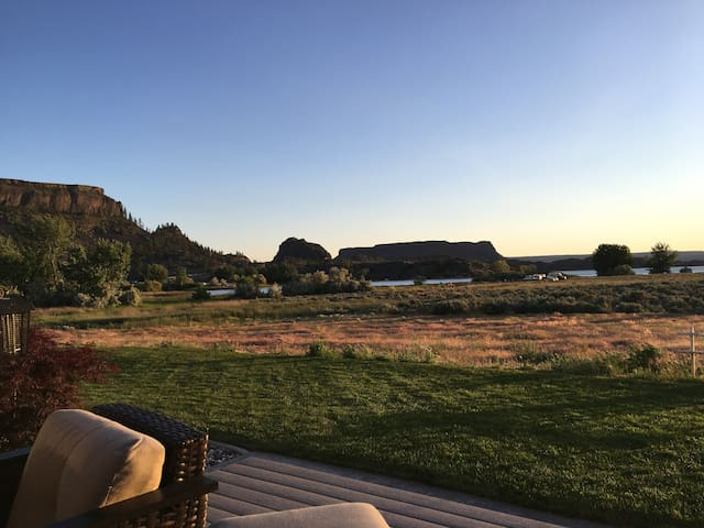 Lakeview Privacy & Luxury at Red Rock Shadow Ranch