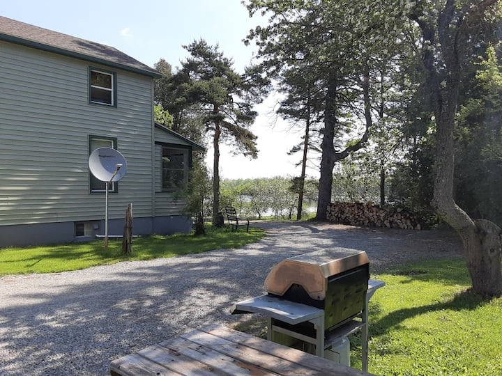 Escanaba river vacation home 10 min from town