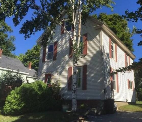 Charming home 1 mile to Waterfront Concerts