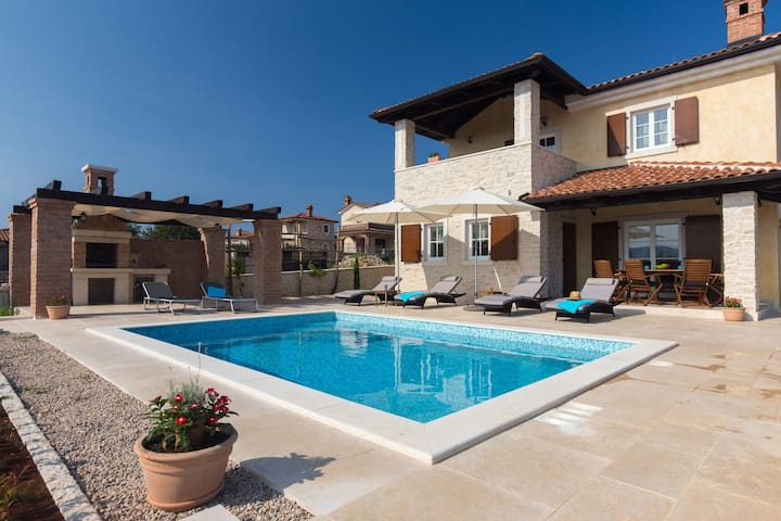Cozy villa Sole with pool - Linardići - Villa