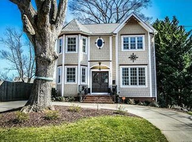 Charming Cozy Southend House - A Room available - Charlotte