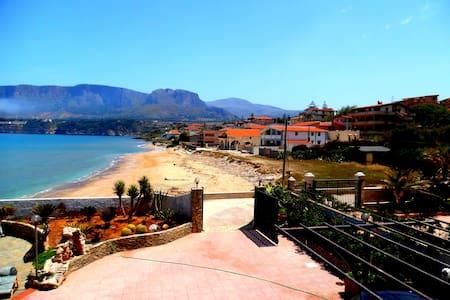 Villa con accesso diretto spiaggia - Trappeto - Vila