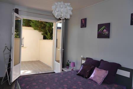 Chambre privée indépendante, calme, proche Disney - Ferrières-en-Brie - 独立屋