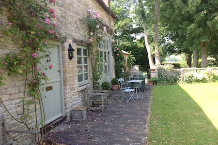 Idyllic  Cotswold  coach  house - Gloucestershire - House
