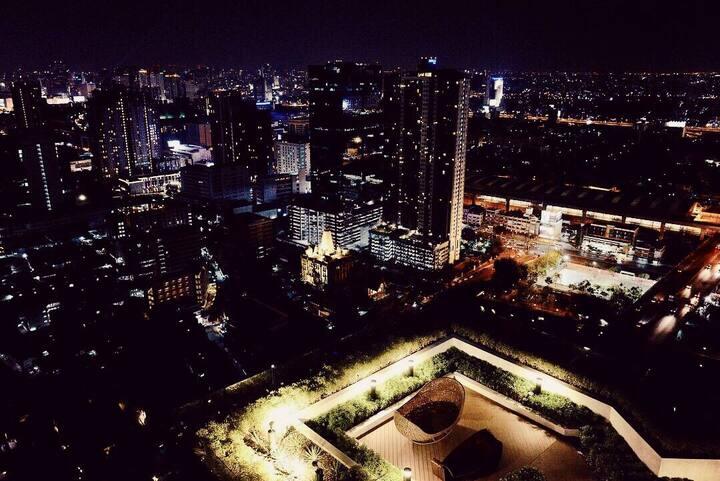 曼谷豪华公寓C EKKAMAI THONGLOR最高44楼地标顶层Loft房型上下两层「月租折扣大」