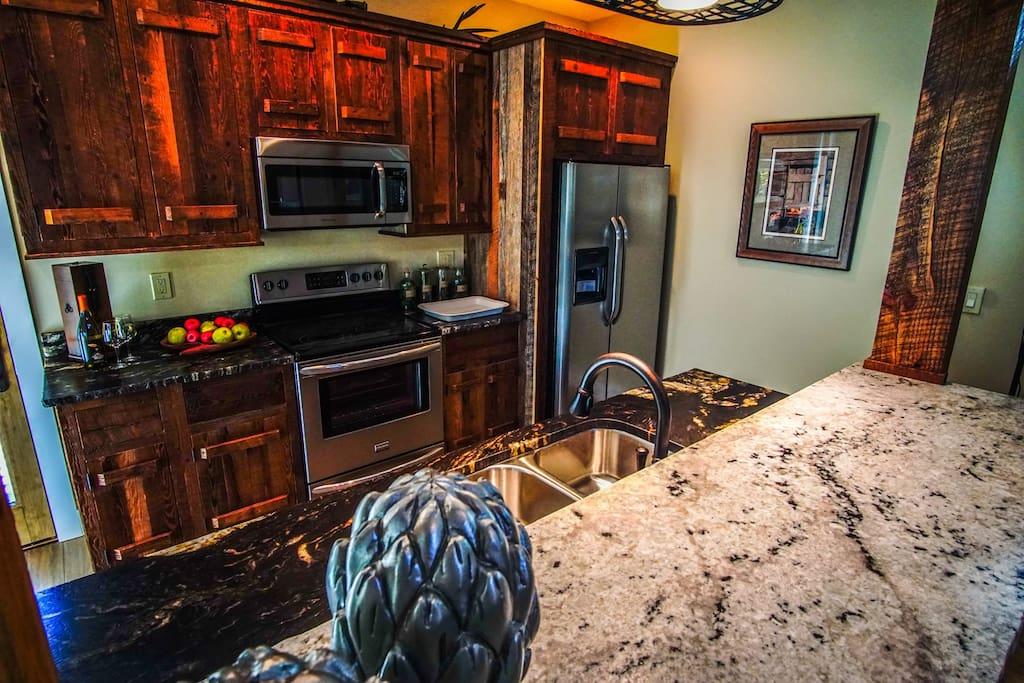 Super cool kitchen, fully furnished