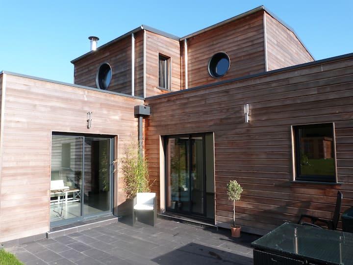 Très belle villa neuve & design en bord de mer