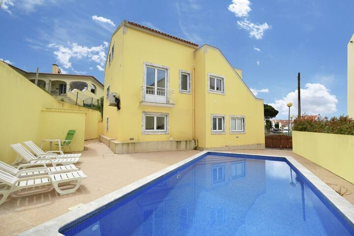 Scenic Villa in Foz do Arelho with Private Swimming Pool