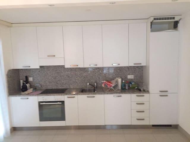 Ruhige zentral gelegene 4,5 Zimmer Whg in Locarno - Locarno - Lägenhet