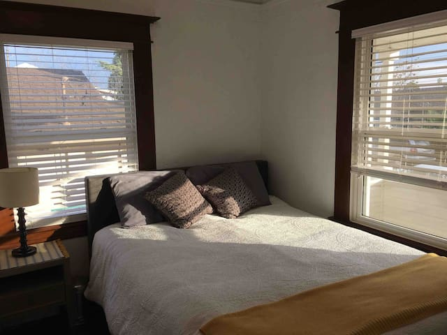 Cozy Private Room & Bath near UCDMC and Midtown