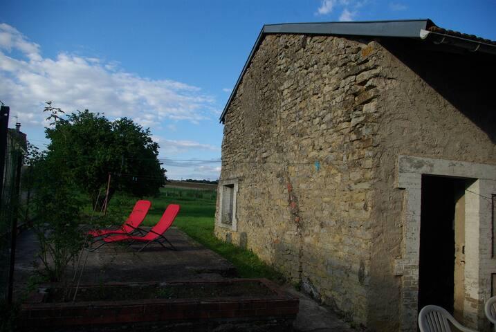 Chambre à la campagne, mais proche de la ville!