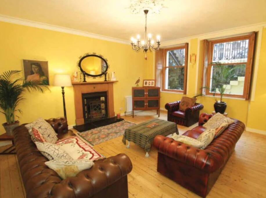 Lounge with real working fire place and chesterfield sofas