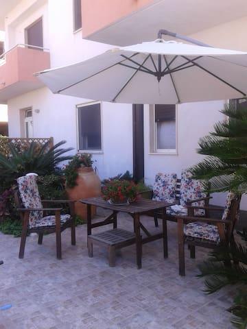 Appartamentino con angolo giardino - Locri - Byt