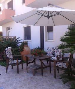 Appartamentino con angolo giardino - Locri