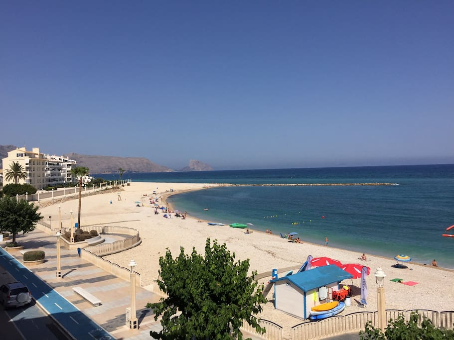 View of the new beach from the terrace overlooking Calpe (north).