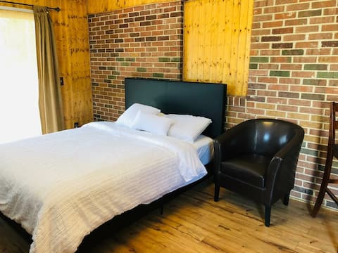 Private cozy studio next to Ft. Stewart (no pets )
