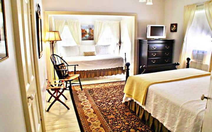Riverfront bnb. Guestroom #3 Queen & Twin bed.