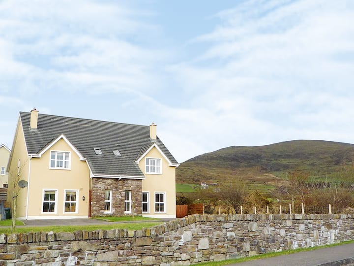 Cois Chnoic Holiday Home