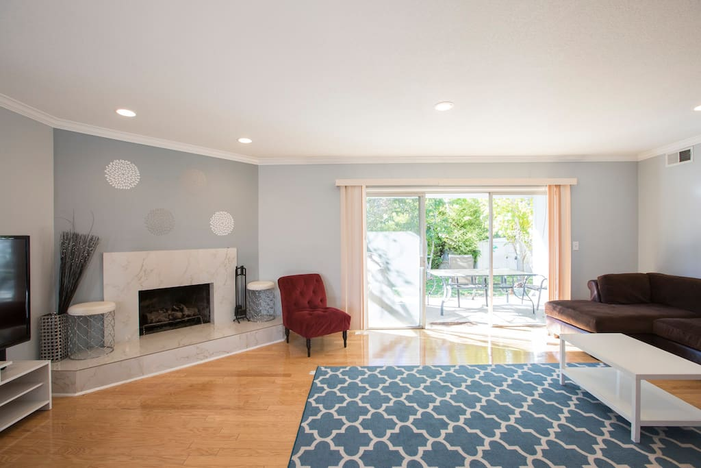 Living room with designer fireplace,  flat screen TV, Cable,wifi