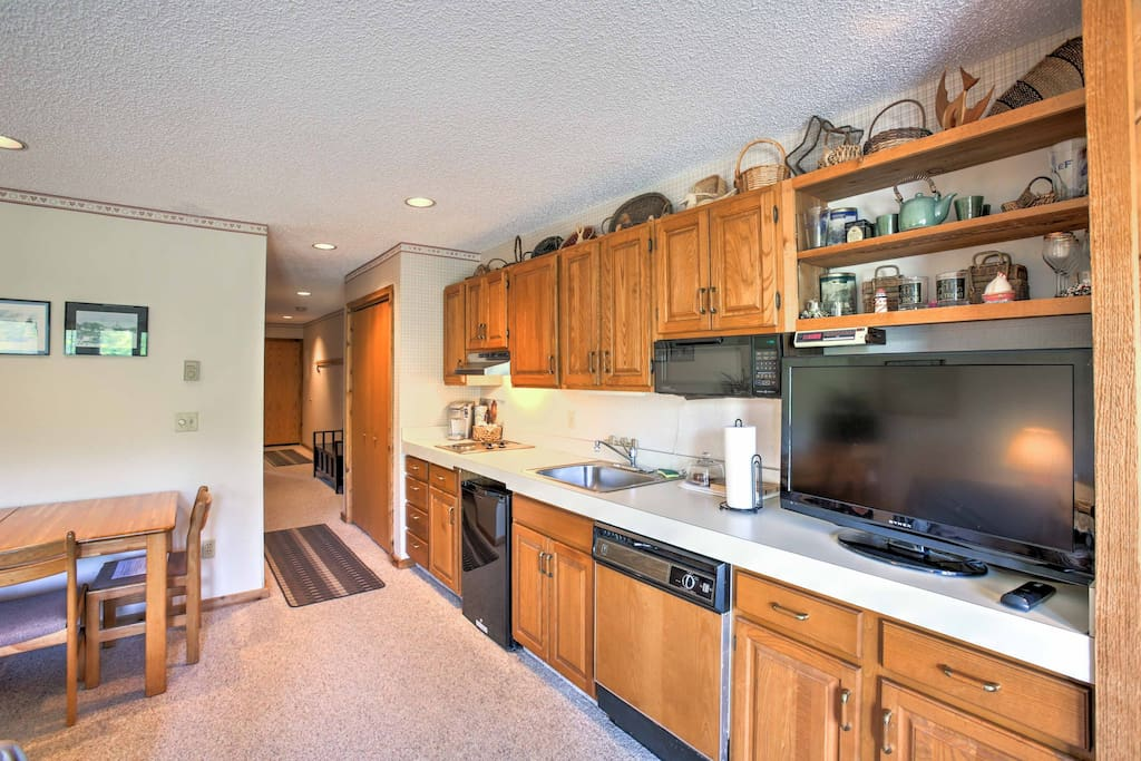 Take advantage of this well-equipped kitchenette for tasty home-made treats.