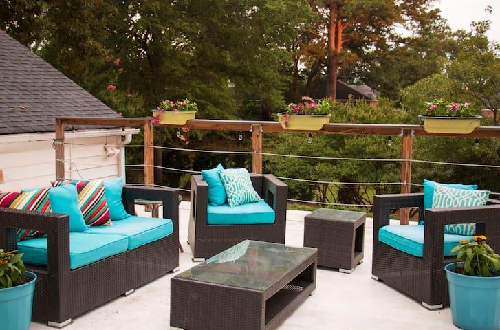Friends Getaway ★ Arcade, Pool Table, Roof Patio