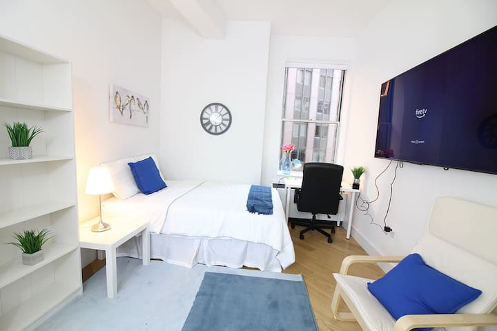 Heart of DC, Gorgeous Room, Great Price.