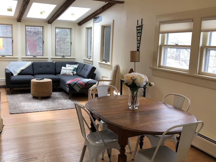The Sanctuary - 3 Bedroom, Ideal Location+Parking!